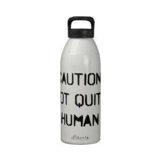 Precaución: No muy humano Botallas De Agua