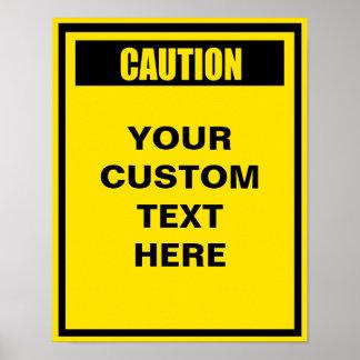 Precaución que advierte el poster del personalizad