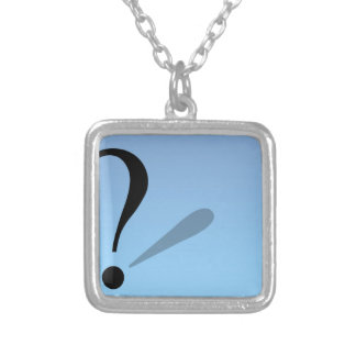 pregunta-marca collar plateado