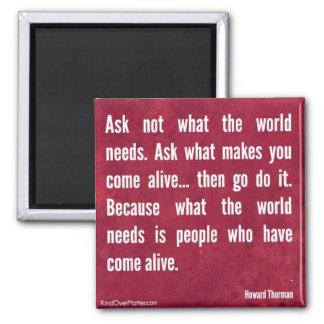 Pregunte no lo que necesita el mundo… imán cuadrado