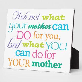 Pregunte no lo que puede hacer su madre la placa l