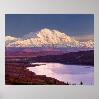 Pregúntese el lago y Mt. Denali en la salida del s Póster