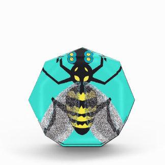 Premio de acrílico con la abeja colorida