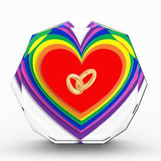 Premio de acrílico con los corazones y 2 anillos