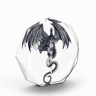 Premio de acrílico del dragón y de la espada