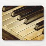 ¡Premio de ZazzleTops! El piano del vintage cierra Alfombrilla De Ratones