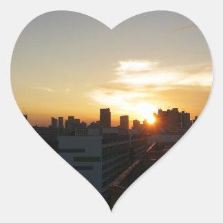 Premio hermoso de la puesta del sol pegatina en forma de corazón