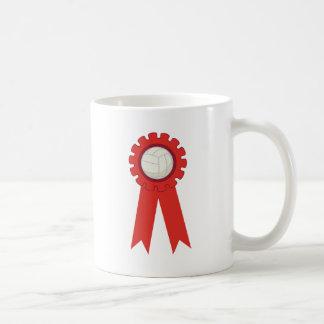 Premio rojo del jugador de voleibol taza de café