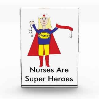 Premio (rubio) de los superhéroes de las enfermera