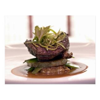 Prendedero delicioso de la carne con las hojas del tarjeta postal