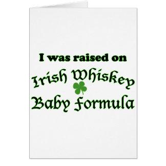 Preparado para bebés irlandés del whisky tarjeta de felicitación