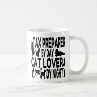 Preparador de impuesto del amante del gato taza básica blanca