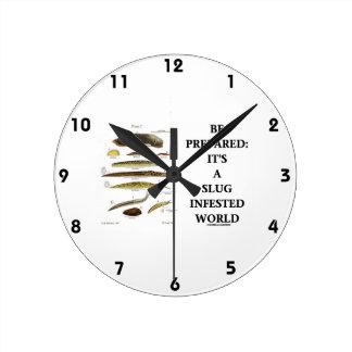 Prepárese: Es un mundo infestado barra Relojes De Pared
