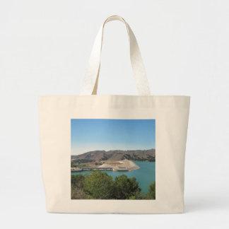 Presa de Bradbury en el lago Cachuma cerca de Sant Bolsas De Mano
