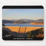 Presa en la puesta del sol - California de Shasta  Tapete De Ratones