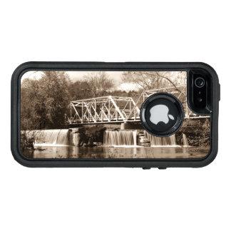 Presa en la sepia del río de Finley Funda OtterBox Defender Para iPhone 5
