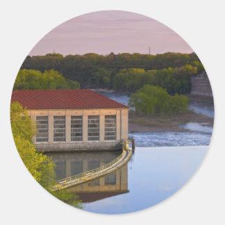 Presa y central eléctrica en el río Misisipi Pegatina Redonda