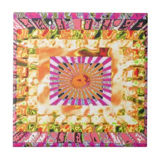 Presentación artística de la sol y del collage de  azulejo cuadrado pequeño