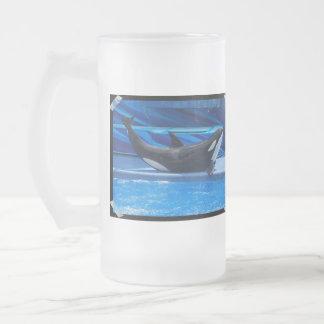 Presentación de la taza de cerveza helada orca