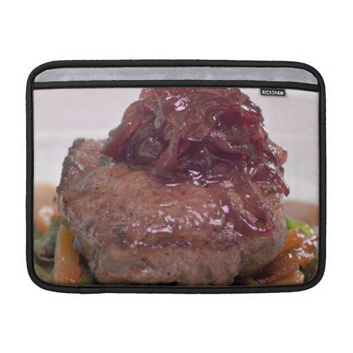 Presentación deliciosa del prendedero de la carne fundas MacBook