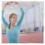 Presentación joven del gimnasta azulejo cuadrado grande