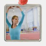 Presentación joven del gimnasta ornaments para arbol de navidad