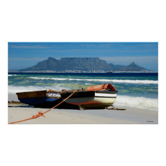 Presente la montaña y los barcos de pesca, Cape To Poster