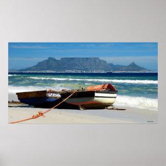 Presente la montaña y los barcos de pesca, Cape To Póster