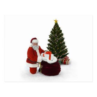 Presentes del ajuste de Santa por el árbol Postales