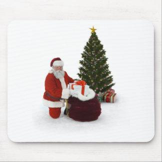 Presentes del ajuste de Santa por el árbol Tapete De Raton