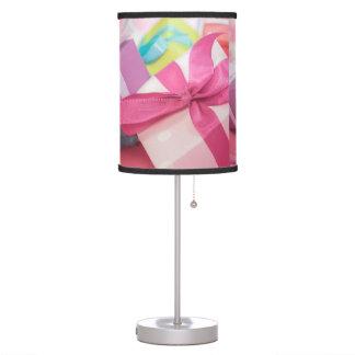 Presentes perfectos del bonito lámpara de mesa