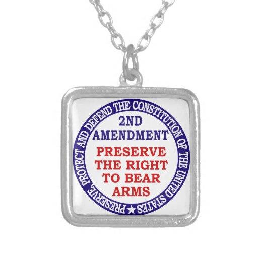 Preserve la derecha de llevar los brazos (la 2da e collar