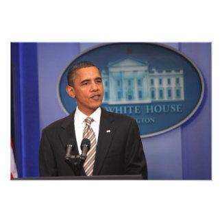 President Barack Obama makes an announcement Photo Print