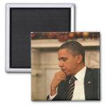 Presidente Barack Obama refleja mientras que él se Imán Cuadrado