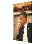 Presidente Barack Obama refleja mientras que él se Impresión En Tela