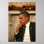 Presidente Barack Obama refleja mientras que él se Póster