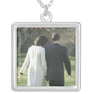 Presidente Barack Obama y primera señora Michelle Collar Plateado