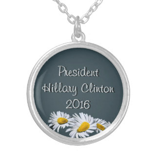 Presidente Hillary Clinton Grimpola