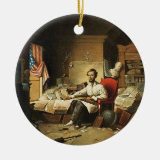 Presidente Lincoln Writing Proclamation de la Adorno Navideño Redondo De Cerámica