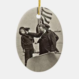 Presidente Teddy Roosevelt en los alces de Bull Adorno Navideño Ovalado De Cerámica