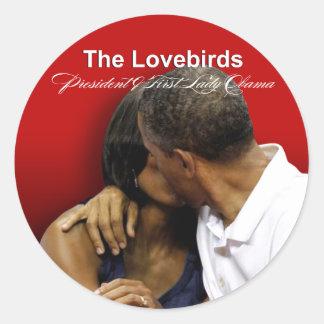 Presidente y primera señora Obama de los Lovebirds Pegatina Redonda