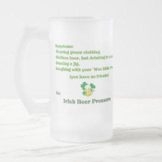 Presión irlandesa de la cerveza taza cristal mate