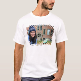 Pretty college student studying in autumn leaves T-Shirt