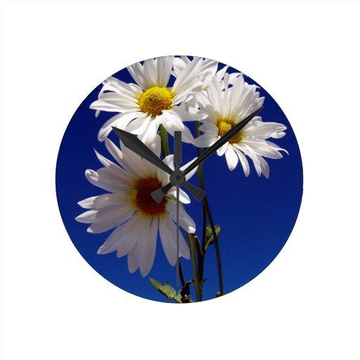 Pretty Daisies Round Clock