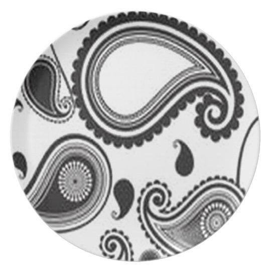 Pretty paisley design dinner plate