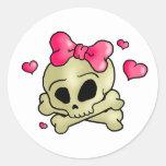 Pretty skull classic round sticker