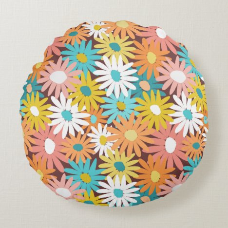 Pretty spring daisies round pillow