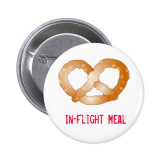 pretzel, comida de aviones pin redondo 5 cm