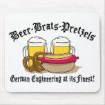 Pretzeles de los palos de golf de la cerveza alema alfombrillas de ratón