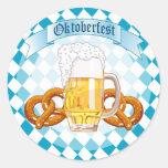 Pretzeles y cerveza de Oktoberfest Pegatina Redonda